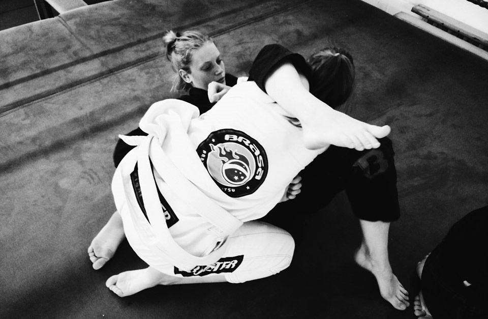 Triangle Choke Women on the mat Brasa Brazilian Jiu Jitsu Leuven Belgium Martial Arts