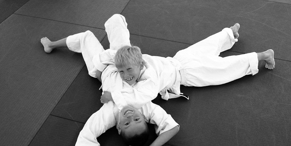 kids training brazilian jiu jitsu at brasa belgium first steps fun on the mat